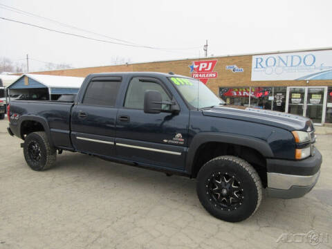 2005 Chevrolet Silverado 2500HD for sale at Rondo Truck & Trailer in Sycamore IL