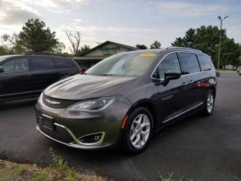 2017 Chrysler Pacifica for sale at Ridgeway's Auto Sales in West Frankfort IL