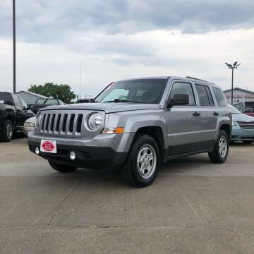 2016 Jeep Patriot for sale at UNITED AUTO INC in South Sioux City NE