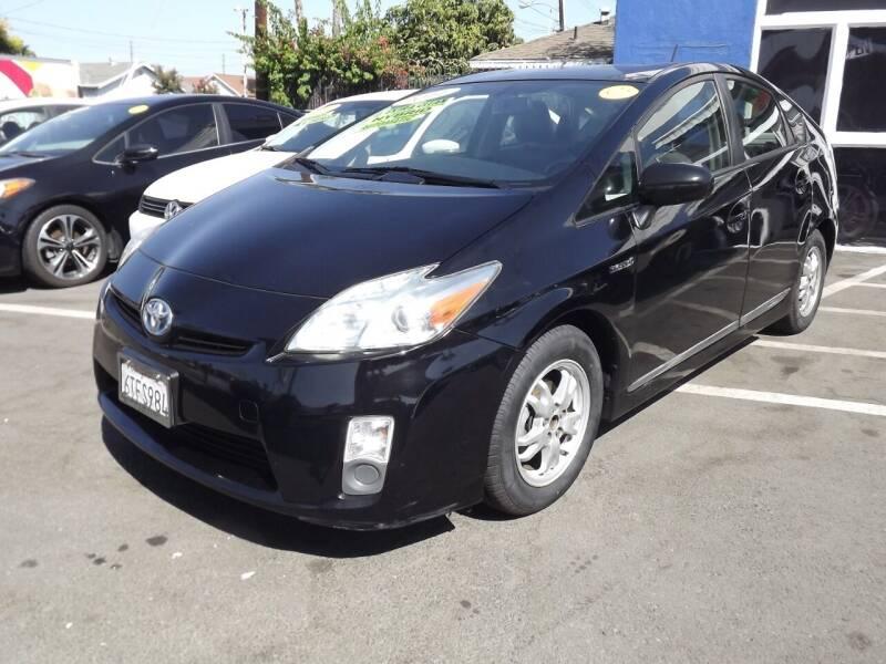2011 Toyota Prius for sale at PACIFICO AUTO SALES in Santa Ana CA