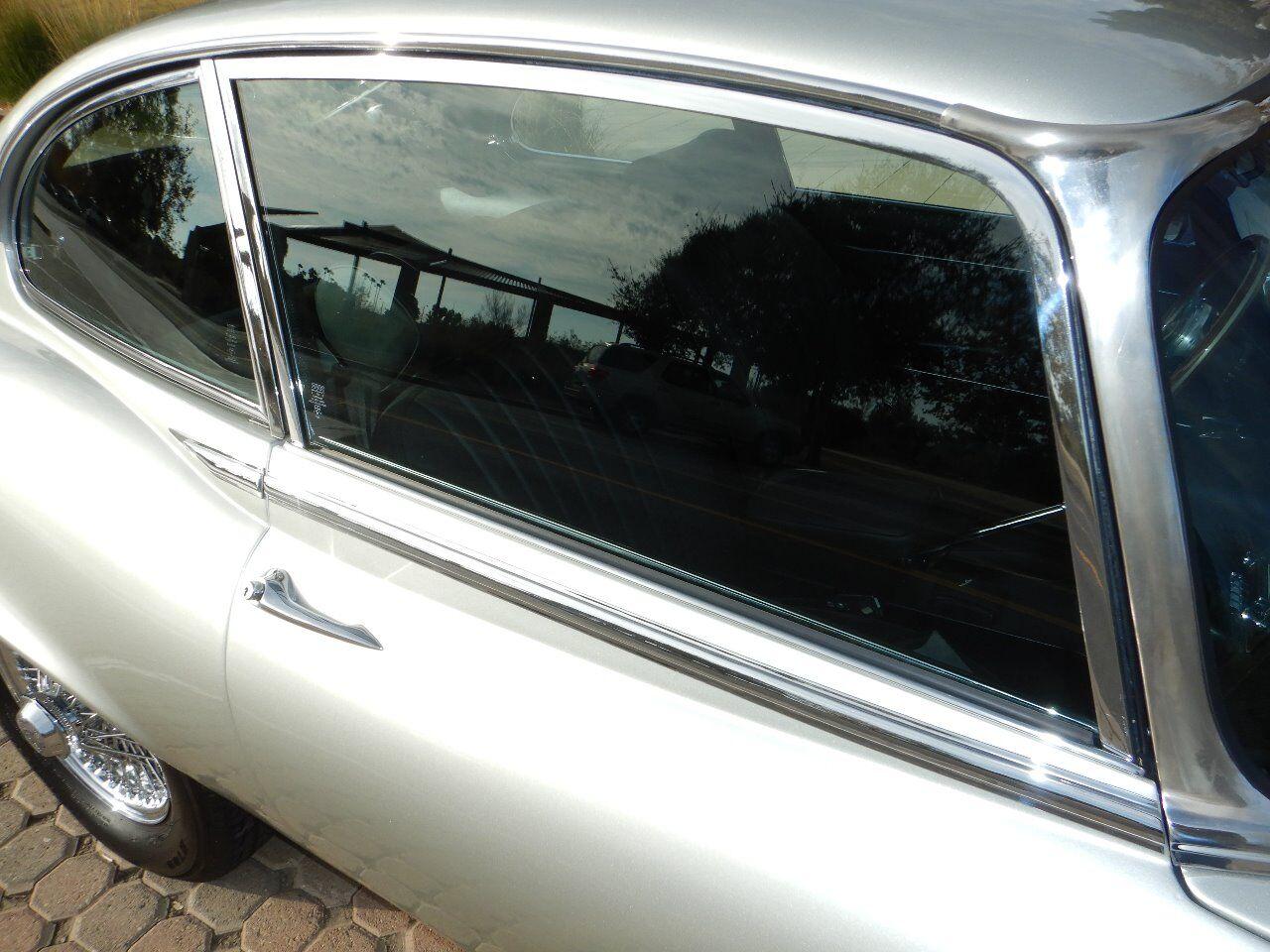 1973 Jaguar XKE 39
