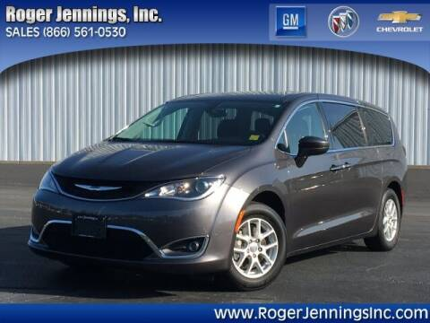 2020 Chrysler Pacifica for sale at ROGER JENNINGS INC in Hillsboro IL