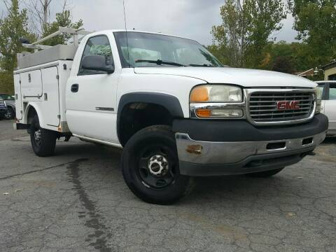 2002 GMC Sierra 2500HD for sale at GLOVECARS.COM LLC in Johnstown NY