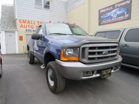 1999 Ford F-250 Super Duty for sale at Small Town Auto Sales in Hazleton PA