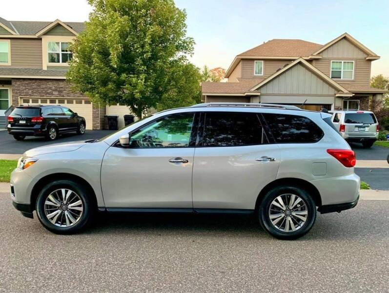 2018 Nissan Pathfinder for sale at You Win Auto in Metro MN