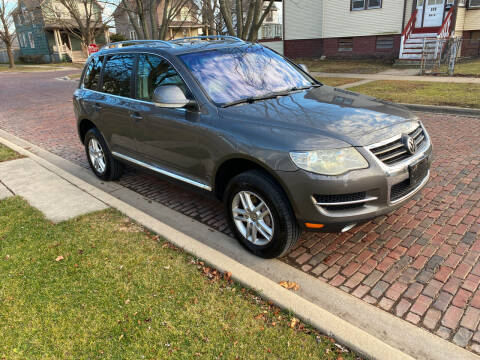 2008 Volkswagen Touareg 2 for sale at RIVER AUTO SALES CORP in Maywood IL