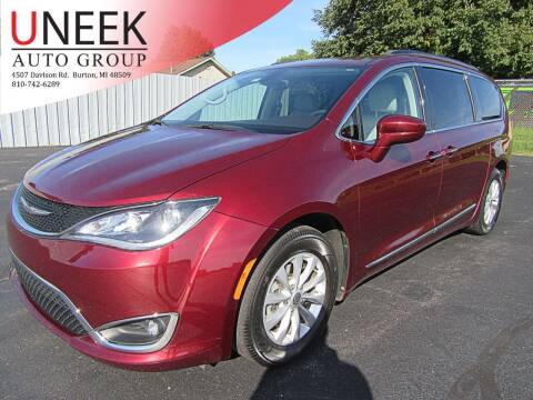 2017 Chrysler Pacifica for sale at Uneek Auto Group LLC in Burton MI