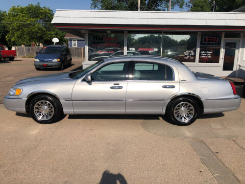 2002 Lincoln Town Car for sale at Midtown Motors in North Platte NE