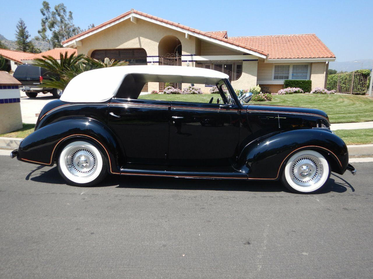 1938 Ford Cabriolet 31