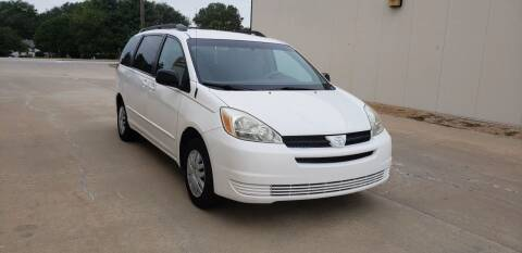 2005 Toyota Sienna for sale at Auto Choice in Belton MO