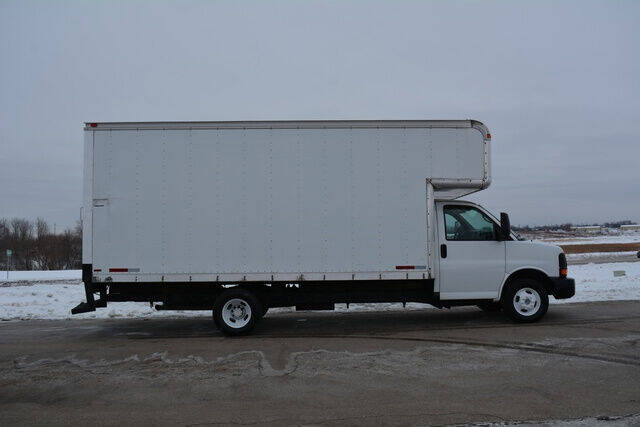 2005 Chevrolet Express Cutaway for sale at Signature Truck Center in Crystal Lake IL