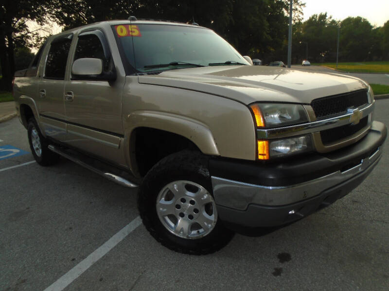 2005 Chevrolet Avalanche for sale at Sunshine Auto Sales in Kansas City MO