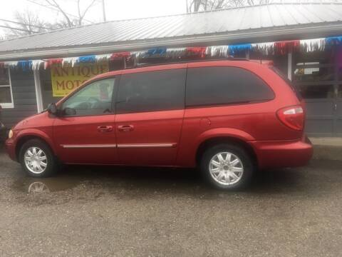 2006 Chrysler Town and Country for sale at Antique Motors in Plymouth IN