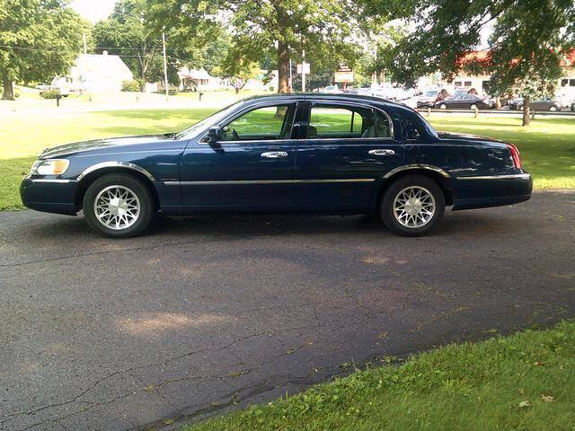 2001 Lincoln Town Car for sale in Canton, OH
