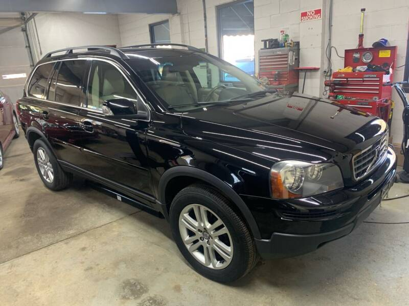 2009 Volvo XC90 for sale at QUINN'S AUTOMOTIVE in Leominster MA