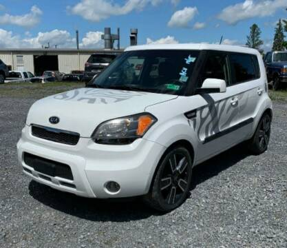 2011 Kia Soul for sale at BSA Pre-Owned Autos LLC in Hinton WV