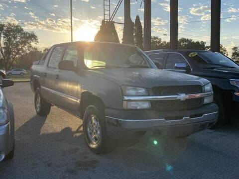 2004 Chevrolet Avalanche for sale at Betten Baker Preowned Center in Twin Lake MI