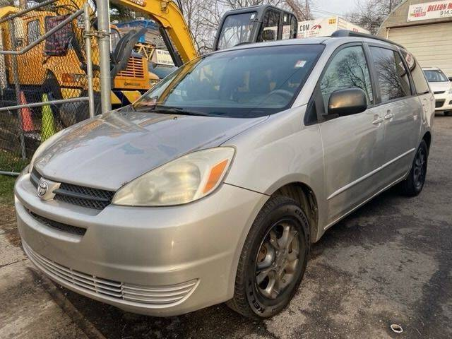2004 Toyota Sienna for sale at Drive Deleon in Yonkers NY