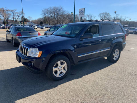 2005 Jeep Grand Cherokee for sale at Peak Motors in Loves Park IL
