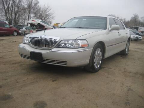 2005 Lincoln Town Car for sale at CARZ R US 1 in Armington IL