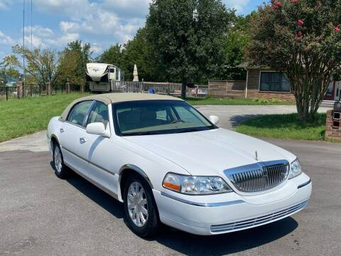 2010 Lincoln Town Car for sale at Sevierville Autobrokers LLC in Sevierville TN