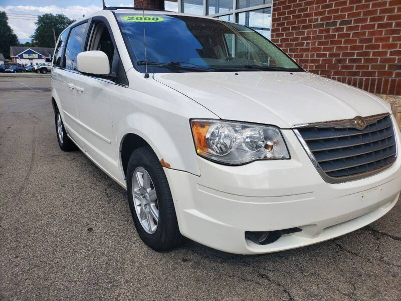 2008 Chrysler Town and Country for sale at Auto Pros in Youngstown OH