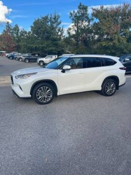 2021 Toyota Highlander for sale at PHIL SMITH AUTOMOTIVE GROUP - Pinehurst Nissan Kia in Southern Pines NC
