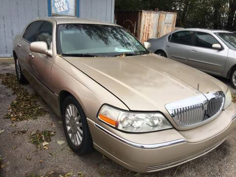 2004 Lincoln Town Car for sale at RP AUTO SALES & LEASING in Arlington TX