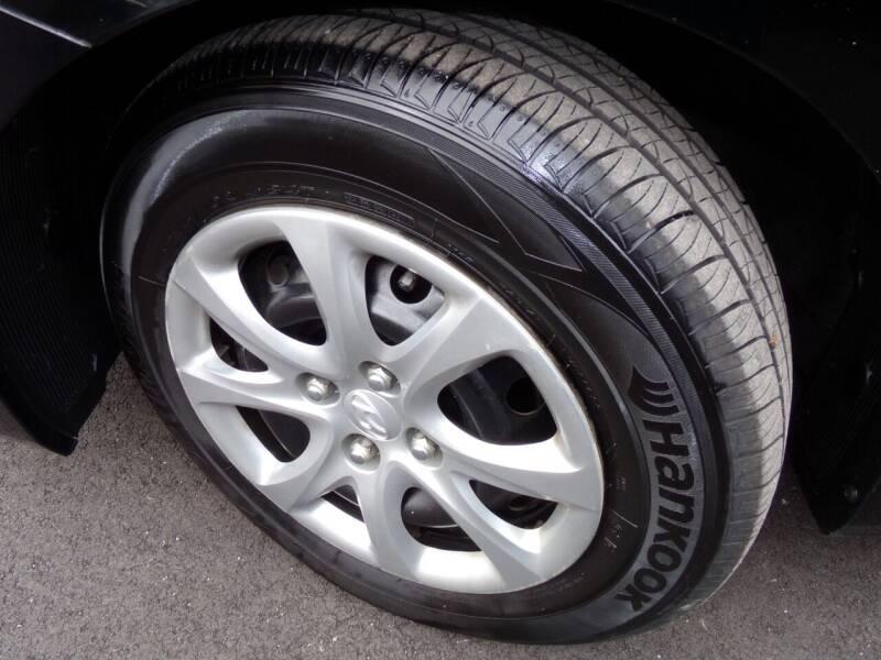 2012 Hyundai Accent GLS 4dr Sedan - Oconomowoc WI