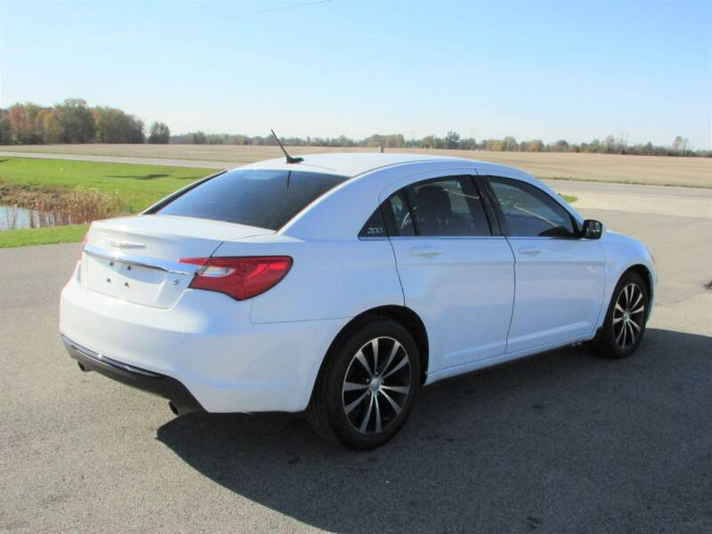 2013 Chrysler 200 Touring 4dr Sedan - Delaware OH