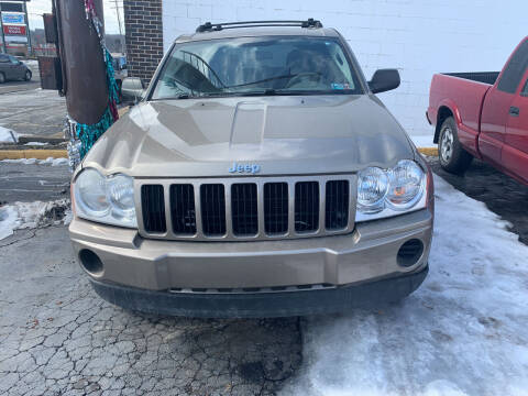 2005 Jeep Grand Cherokee for sale at JORDAN AUTO SALES in Youngstown OH