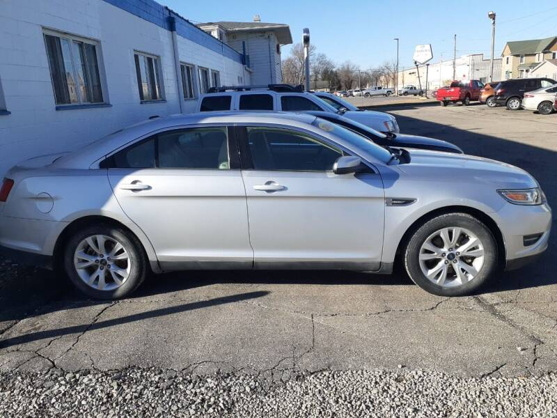 2011 Ford Taurus for sale at Albia Motor Co in Albia IA