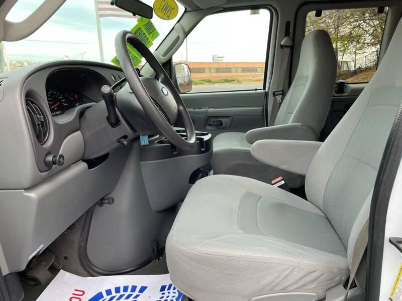 2007 Ford E-Series Wagon E-350 SD XLT 3dr Passenger Van - Dorchester MA