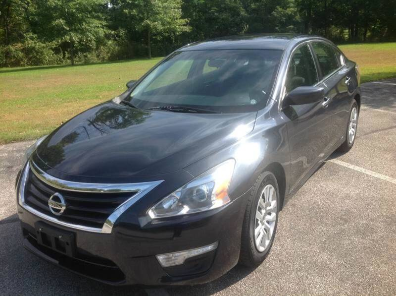 2014 Nissan Altima for sale at CHAGRIN VALLEY AUTO BROKERS INC in Cleveland OH