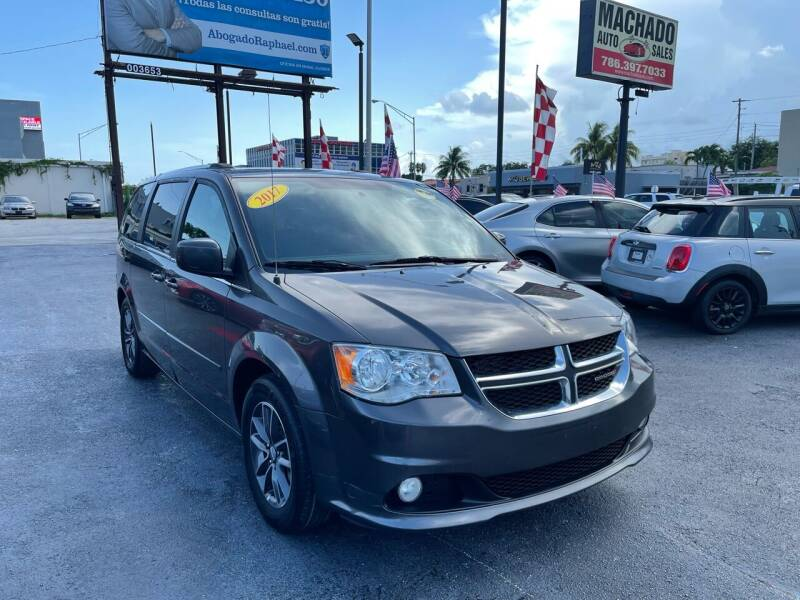 2017 Dodge Grand Caravan for sale at MACHADO AUTO SALES in Miami FL