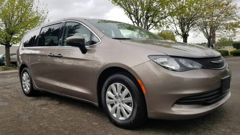 2018 Chrysler Pacifica for sale at Car Guys in Kent WA