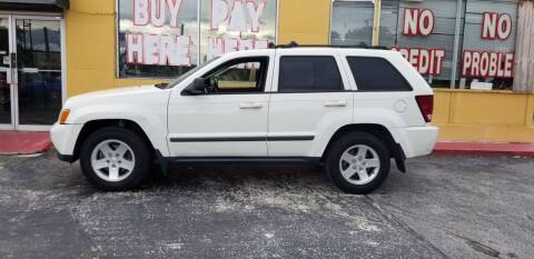 2008 Jeep Grand Cherokee for sale at BSS AUTO SALES INC in Eustis FL