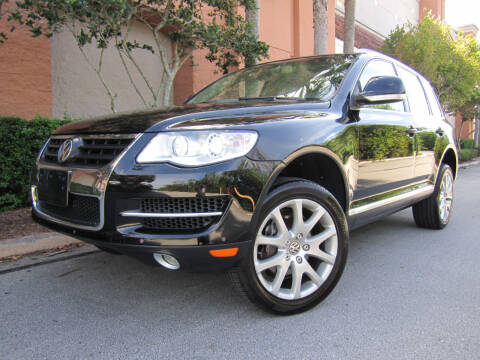 2008 Volkswagen Touareg 2 for sale at FLORIDACARSTOGO in West Palm Beach FL