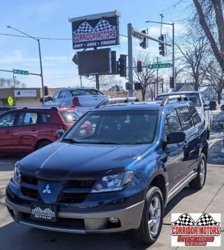 2004 Mitsubishi Outlander for sale at Corridor Motors in Cedar Rapids IA