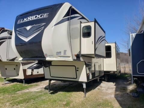 2020 Heartland Elkridge 38RSRT for sale at Ultimate RV in White Settlement TX