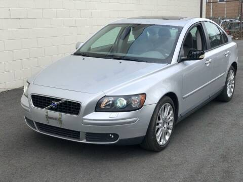2005 Volvo S40 for sale at MAGIC AUTO SALES in Little Ferry NJ