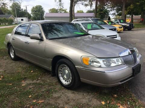 2001 Lincoln Town Car for sale at Antique Motors in Plymouth IN