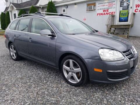 2009 Volkswagen Jetta for sale at Reyes Automotive Group in Lakewood NJ