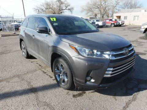 2017 Toyota Highlander for sale at AUGE'S SALES AND SERVICE in Belen NM