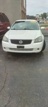 2005 Nissan Altima for sale at Double Take Auto Sales LLC in Dayton OH