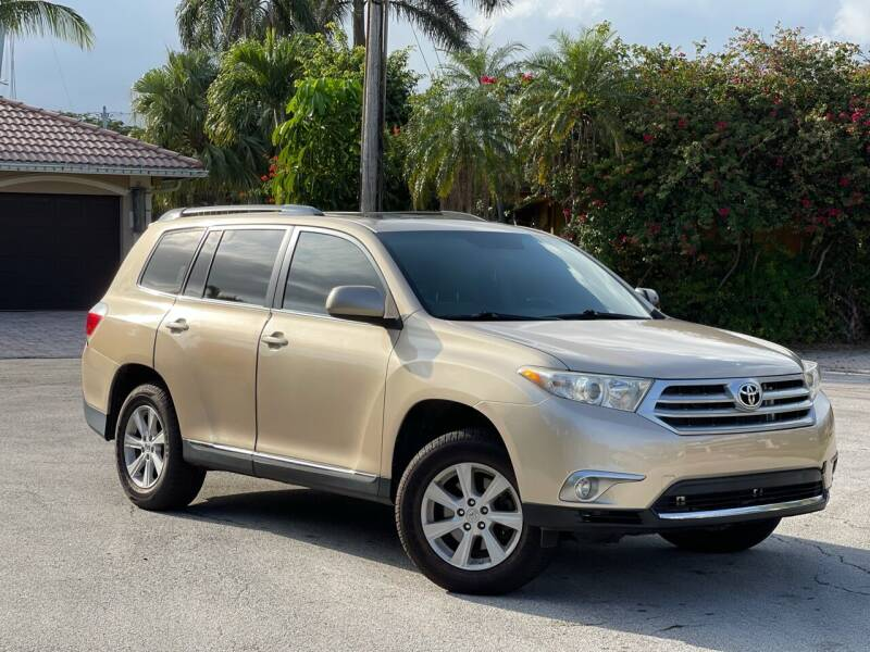 2012 Toyota Highlander for sale at Citywide Auto Group LLC in Pompano Beach FL