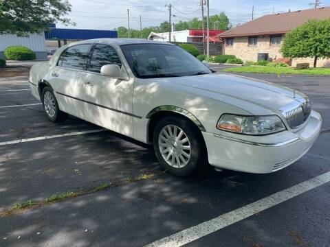 2003 Lincoln Town Car for sale at Clarks Auto Sales in Connersville IN
