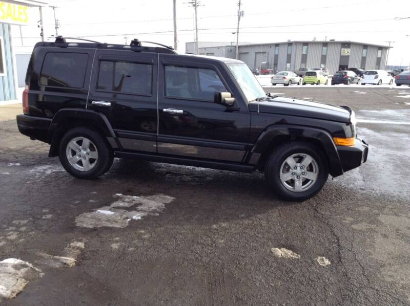 2006 Jeep Commander for sale at Kevin's Motor Sales in Montpelier OH