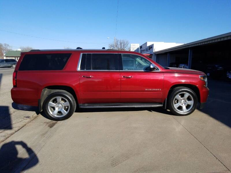 2017 Chevrolet Suburban for sale at Faw Motor Co - Faws Garage Inc. in Arapahoe NE
