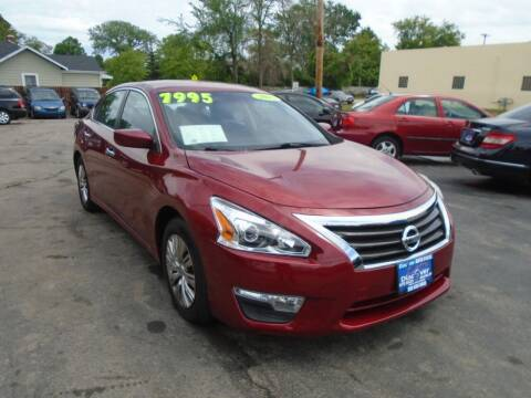 2015 Nissan Altima for sale at DISCOVER AUTO SALES in Racine WI